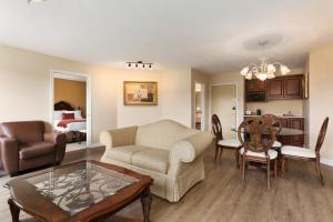 Two-Bedroom Suite with One King and Two Queen Beds