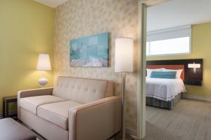 One-Bedroom Queen Suite - Non-Smoking