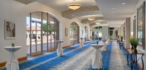 Embassy Suites by Hilton Scottsdale Resort, Resort  Scottsdale - big - 19