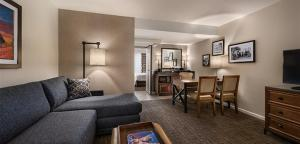 Embassy Suites by Hilton Scottsdale Resort, Resort  Scottsdale - big - 3
