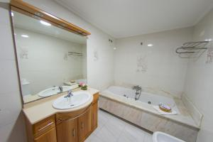 Hotel Dinajan, Hotels  Villanueva de Arosa - big - 38