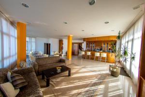Hotel Dinajan, Hotels  Villanueva de Arosa - big - 41