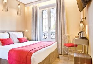 Superior Double Room with Eiffel Tower View