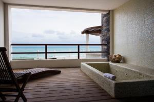 Deluxe Suite Ocean Front
