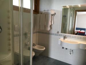 Hotel Garni Enrosadira, Hotely  Vigo di Fassa - big - 18