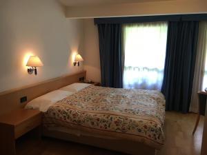 Hotel Garni Enrosadira, Hotely  Vigo di Fassa - big - 13