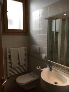 Hotel Garni Enrosadira, Hotely  Vigo di Fassa - big - 82