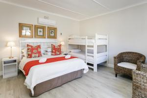 Deluxe Queen Room with Two Bunk Beds