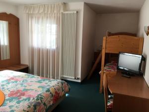 Hotel Garni Enrosadira, Hotely  Vigo di Fassa - big - 28