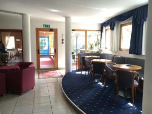 Hotel Garni Enrosadira, Hotely  Vigo di Fassa - big - 110