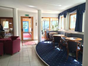 Hotel Garni Enrosadira, Hotely  Vigo di Fassa - big - 77