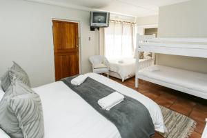 Standard Queen Room with Bunk Bed and Extra Bed