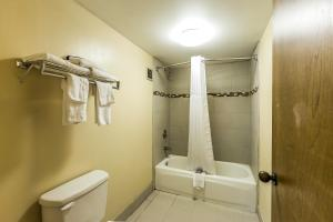 Queen Room with Two Queen Beds and Bath Tub - Smoking