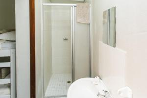 Economy 5 Sleeper Family Room with Bathroom