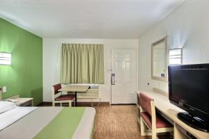 Motel 6 Milwaukee West - Brookfield, Отели  Brookfield - big - 19