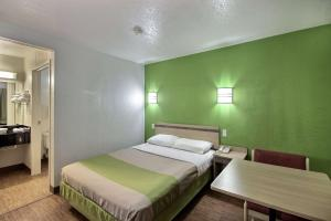Motel 6 Milwaukee West - Brookfield, Отели  Brookfield - big - 17