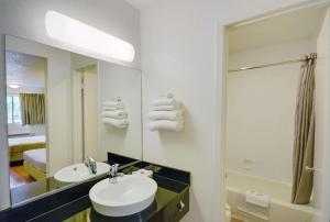 Motel 6 Houston-Baytown East, Hotels  Eldon - big - 54