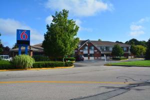 Motel 6 Newport Rhode Island, Отели  Ньюпорт - big - 33