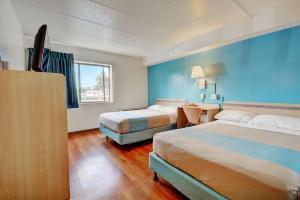 Motel 6 Newport Rhode Island, Отели  Ньюпорт - big - 32