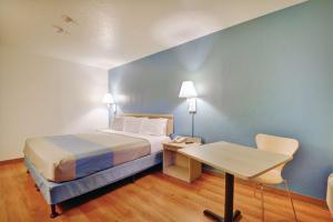 Motel 6 Newport Rhode Island, Отели  Ньюпорт - big - 43