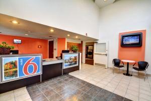 Motel 6 Newport Rhode Island, Отели  Ньюпорт - big - 42