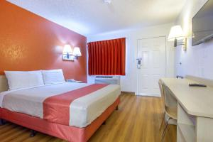 Motel 6 Phoenix Airport - 24th Street, Hotels  Phoenix - big - 34