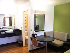 Motel 6 Longview North