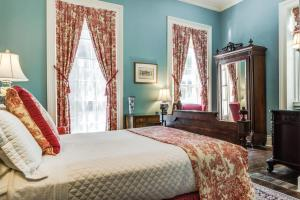 Queen Room - Oge House on the Riverwalk