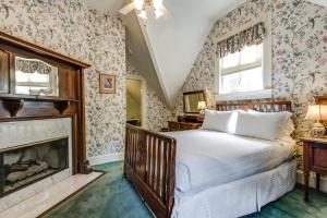 Queen Room - Pancoast Carriage House