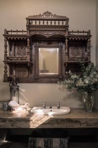 Kamer met Queensize Bed en Uitzicht op de Tuin