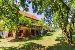 Little Garden Cottage By Favstay, Appartamenti  Ban Rai Khlong Sai - big - 40