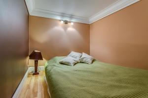 Penguin Rooms 2251 on Kiełbasnicza Street