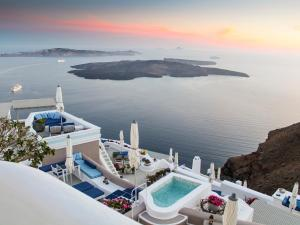 Iconic Santorini, at Boutique Cave Hotel (Imerovigli)