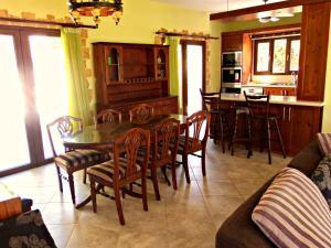 Coral Bay Villa Liana, Holiday homes  Coral Bay - big - 22