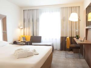 Dvoulůžkový pokoj Executive s manželskou postelí velikosti Queen a rozkládací pohovkou
