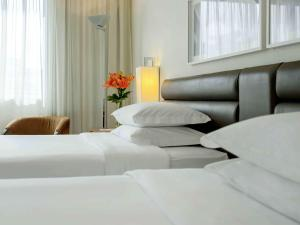 Luxury Room with Twin Beds
