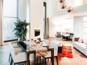 Dwupoziomowy apartament typu Grand Suite z widokiem na miasto