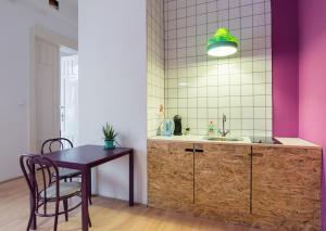 Colorful Ernesto, Apartments  Budapest - big - 5