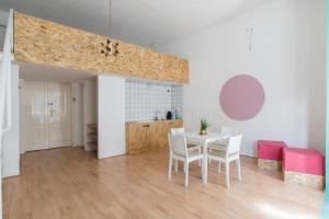 Colorful Ernesto, Apartments  Budapest - big - 15