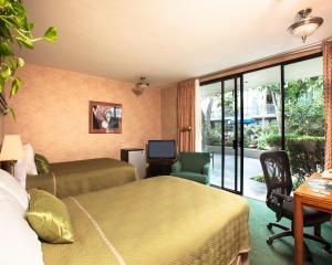 Pokój z 2 łóżkami podwójnymi – strefa przy basenie