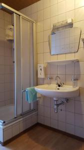 Landhaus Neubauer - Zimmer, Bed and breakfasts  Millstatt - big - 33