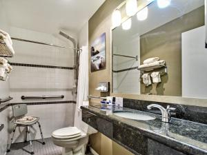 King Room with Roll-In Shower - Disability Access