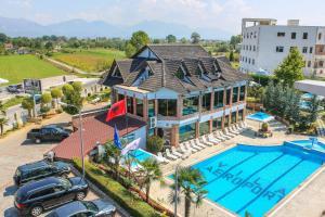 Hotel Vila Aeroport, Отели  Ринас - big - 1