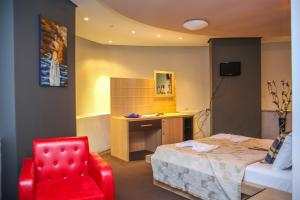 Hotel Vila Aeroport, Отели  Ринас - big - 9