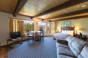 River View Suite 2 Queen Beds