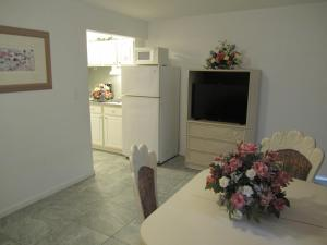 Ocean Front One Bedroom Suite and Kitchenette