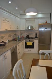 White Apartment, Appartamenti  Batumi - big - 15