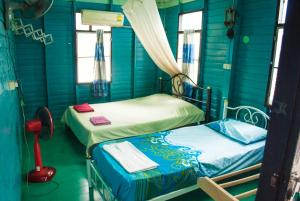 Triple Room with Fan and Shared Bathroom