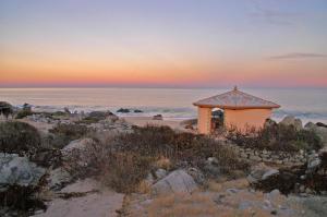 Stone Beach - One-Bedroom Cottage