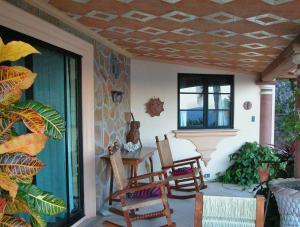 Casita Tres - One-Bedroom House
